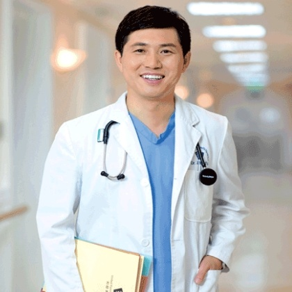 Is it possible to study medicine while having a career in a different field?