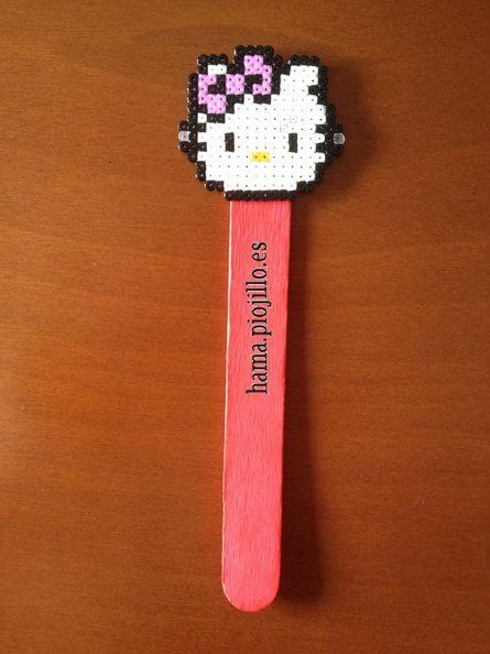 Y el último de los 4 encargos: Hello Kitty para marcapáginas, con el palito a juego con el lazo, rosa. Precios especiales si pides más de 20 marcapáginas, llaveros o imanes; y pueden ser de diferente temática.