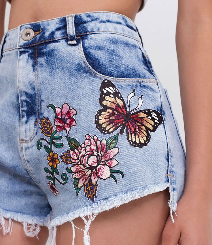 Bermuda feminina  Modelo Hotpant  Com patches  Marca: Blue Steel  Tecido: Jeans  Modelo veste tamanho: 36     COLEÇÃO VERÃO 2017     Veja outras opções de    bermudas femininas   .