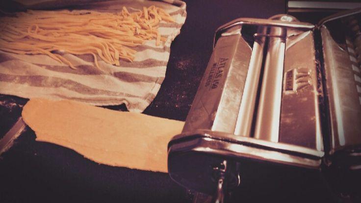 Pâtes fraîches ! Recette sur #Marmiton  Rajoutez de l'#ail des #tomates séchées et du #basilic. Régalez-vous bien !!