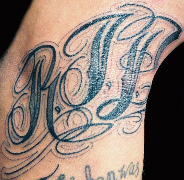 Shino-Patrick Sanner - Devils Hand Tattoo Braunschweig- Schrift Arm R.I.P. Rest In Peace Lettering