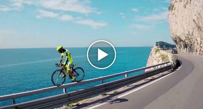 As Mais Loucas Manobras Com Uma Bicicleta De Estrada
