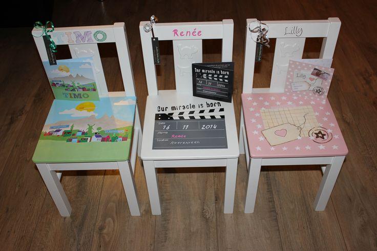 Weer een aantal leuke stoeltjes beschilderd in de stijl van het geboortekaartje. Een uniek cadeau. Ook bestellen in de stijl van je eigen kaartje? www.jessika-atelier.nl