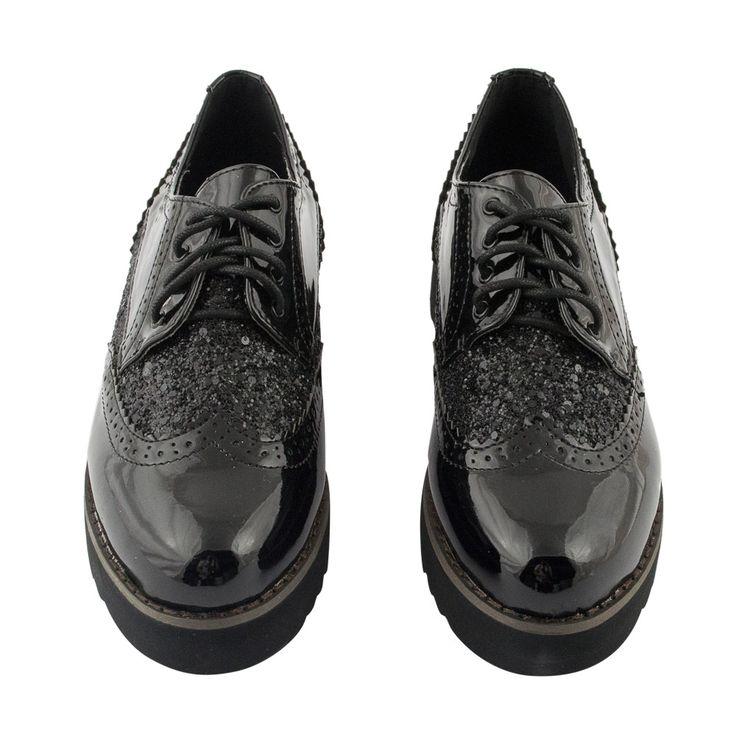 To απόλυτο casual trend είναι τα oxford shoes! Δετό, σε μαύρο λουστρίνι και μαύρο λουστρίνι κροκό... δεν γίνεται να περάσει απαρατήρητο!