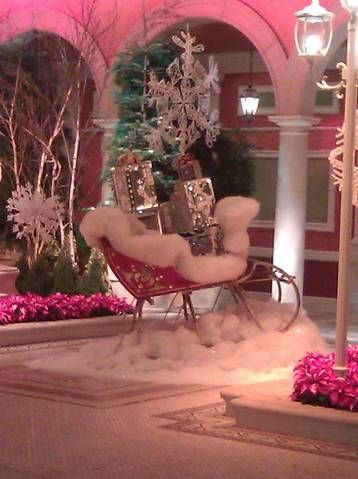 PINK sleigh at Bellagio...I would so ride in this everyday!!!!