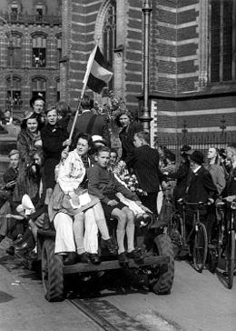 Op 12 september vielen de Amerikanen Zuid-Limburg binnen om de Nederlanders te bevrijden van de Duitse bezetting. Dat lukte! Zuid Nederland werd al snel bevrijd, Alleen in Arnhem ging het fout, Maar daarna was toch heel nederland bevrijd!