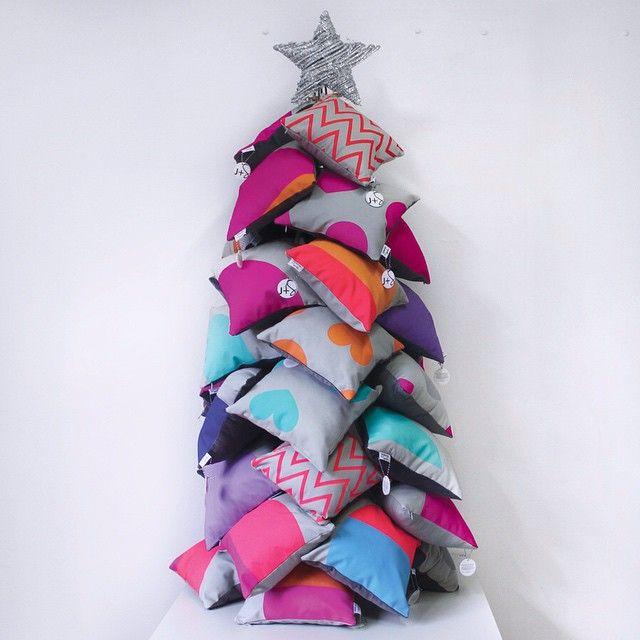 Mini Cushion Christmas Tree   www.jenniferandsmith.com
