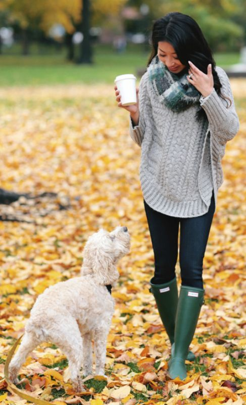 A beautiful outfit + beautiful autumn scenery + Jean Wang + go-to casual autumn uniform + loose poncho sweater + skinny jeans  Hunter Boots Outfits: Poncho: Curved Cables, Cowl scarf: Ampato, Boots: Hunter, Jeans: Paige petite ankle jeans... | Style Inspiration