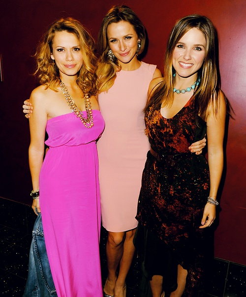 One Tree Hill - Brooke Davis (Sophia Bush) & Haley James Scott (Bethany Joy Lenz) & Quinn James (Shantel Vansanten)