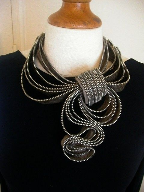 scarf zipper necklace - love this~! I hope I can make one! will be on the look out for zippers next time I got to NYC fabric shopping!