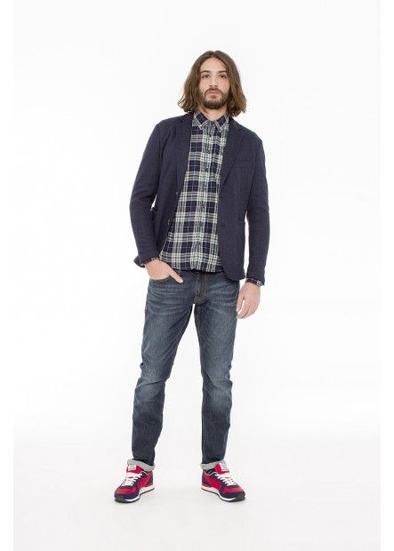MAN FW15 LOOK 21How to survive in style long days at the office? Here is the answer: a plaid shirt with the fabric inside Vichy paired with a jacket fabric cut formal and jeans classic.  SUN68 Man FW15 #SUN68 #FW15 #man #jacket #jeans