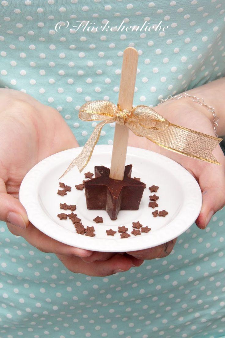 Flöckchenliebe: Weihnachtliche Trinkschokolade am Stiel