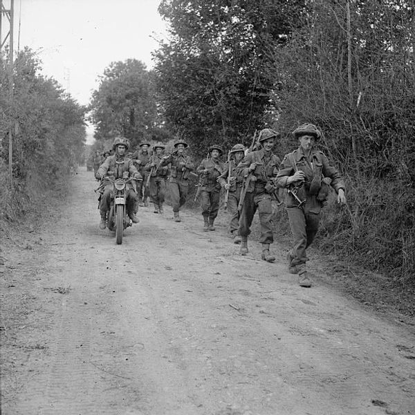 Infanterie du 2nd Glasgow Highlanders de la 15th Scottish Infantry Division dans le secteur de Caumont-l'Eventé.
