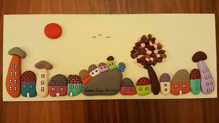 16x40 cm. #iyigeceler #tasboyama #pebbleart #manzara #landscape #evdekorasyonu #elemegi #kisiyeozelhediye #tasarım #sanat #renkler #colors #evler #maisons #hikaye #huzur #tablo #hayat #satılık #duvarsüsü #kirmizi #evim