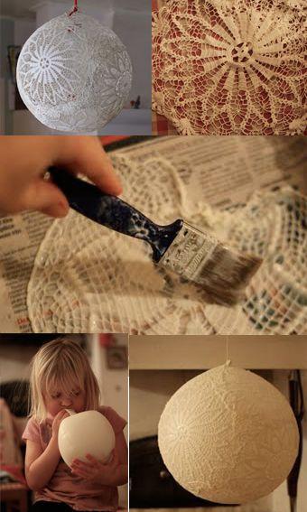 Visit ohyoucraftygal.blogspot.com Met behanglijm kleedjes op de ballon, ballon doorprikken als het opgedroogd is en je hebt een kleedjeslamp