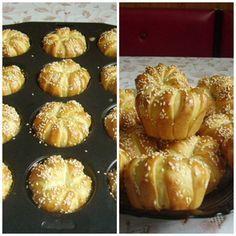 Sajtkrémmel töltött muffinokat sütöttem,ami nagyon finom, foszlós lett .Szerintem többször is megsütöm én ezt. A tészta hozzávalói : 50 ...