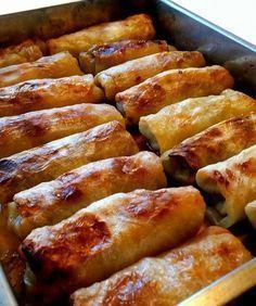 Kåldolmar är klassisk svensk husmanskost. Blir så himla gott med lingon, gräddsås och potatis. Här kommer ett super bra recept som ger dig riktigt goda kåldolmar.