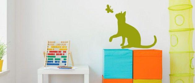 Kočka s motýlem (1495) / Samolepky na zeď, stěnu a nábytek