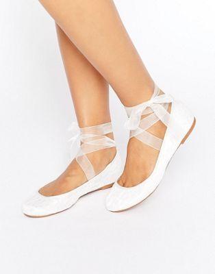 ASOS – LYDIA – Braut-Ballerinas mit Schnürband