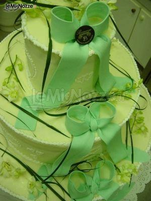 http://www.lemienozze.it/gallerie/torte-nuziali-foto/img17675.html Torta nuziale sui toni del verde