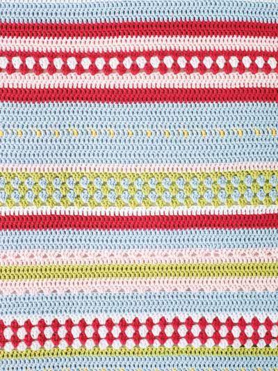 Glada ränder piggar upp sovrummet. Virka ett överkast  av bomullsgarn i sex olika färger. Perfekt på sängen i sommarstugan eller som pläd i soffan!