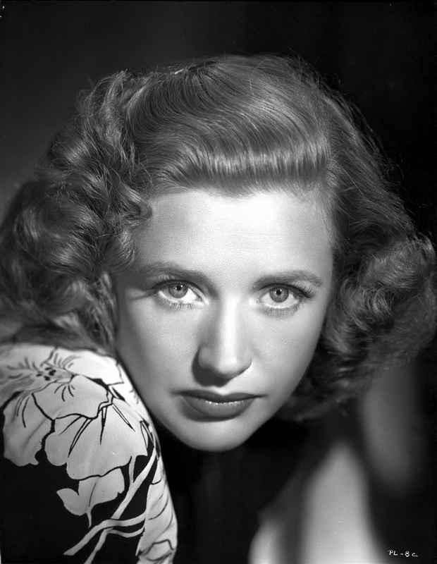 Priscilla Lane on Floral Top and posed High Quality Photo – Movie Star News