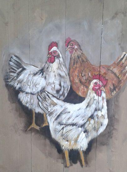 Drie kippen op hout een landelijk kippen schilderij op houten planken