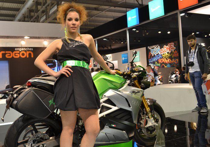 A Eicma 2015 Energica Eva: la streetfighter che si ricarica in soli 30 minuti Fresca dell'annuncio della prossima quotazione su...