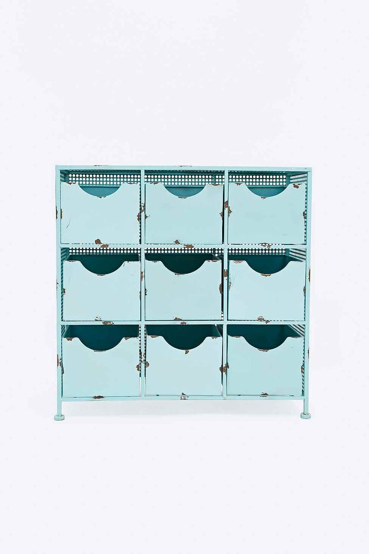 petit meuble en m tal bleu clair babyblue trends. Black Bedroom Furniture Sets. Home Design Ideas