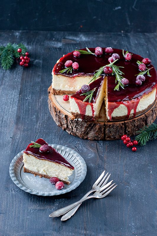 Backglück zu Weihnachten. Bieten Sie Ihren Gästen zum Adventskaffee doch einfach mal einen Glühwein-Cheesecake oder eine schneeweiße Wintertorte