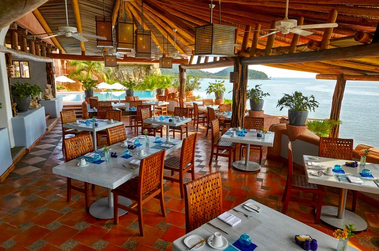Our renovated restaurant Mar y Cielo dominates Zihuatanejo' s bay providing an amazing views of the ocean.