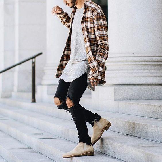 Botas Masculinas. Macho Moda - Blog de Moda Masculina: Bota Masculina: 5 Modelos que estão em alta pra 2017. Moda Masculina, Moda para Homens, Roupa de Homem, Bota Chelsea, Chelsea Boot, Calça Skinny Rasgada, Camisa Xadrez, Camiseta Longline Barra Curvada