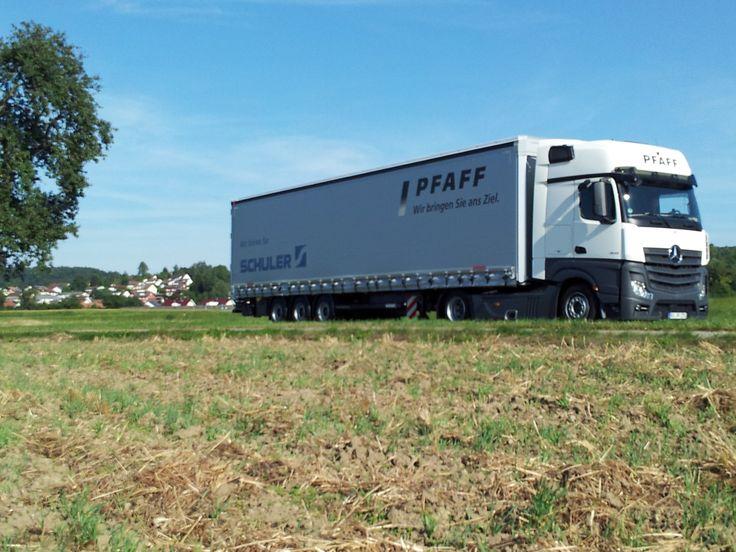 Pfaff Logistik ist nicht nur eine Spedition, sondern ein Logistikunternehmen für alle Arten von Transporten. Wir übernehmen die komplette Planung, Durchführung und Dokumentation aller Transporte.