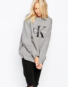 Calvin Klein Jeans - Sweat avec logo- Conceil Vryw MLN: Classic mai,s à la fois sophistiqué, ce sweat convient à toutes les morphologies !