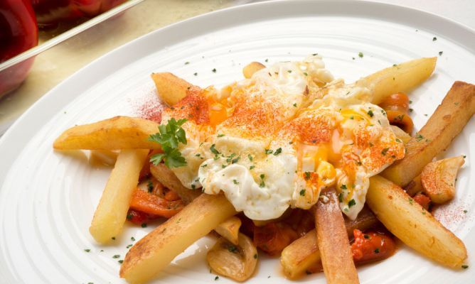 LaReceta · Huevos rotos con pimientos caramelizados | #Gastronomía por @karguinano