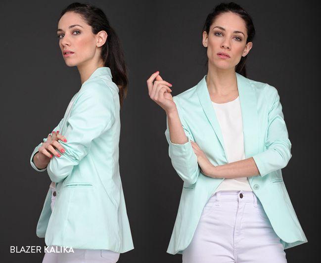 El Blazer Kalika es un comodín indispensable en cualquier armario. Una prenda clásica y elegante que promete convertirse en tu preferida.