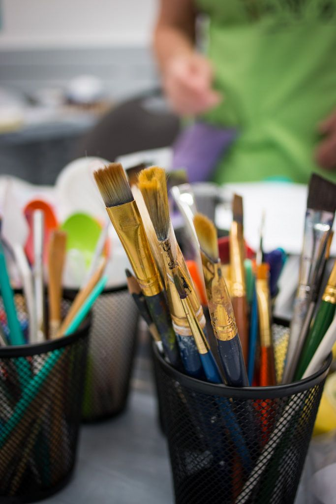 For lessons, supplies and educated staff Kensington Art Supply is your go-to place. http://kensingtonartsupply.com/