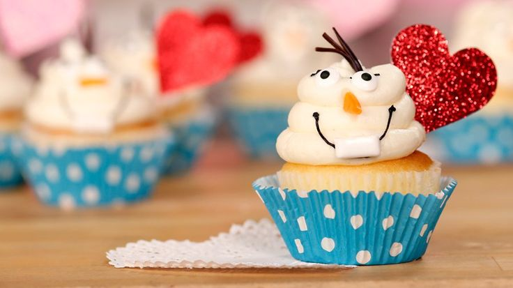 Olaf Cupcakes Will Melt Any Frozen Fan's Heart: These Olaf cupcakes are the perfect treat to melt any Frozen fan's heart this Valentine's Day.