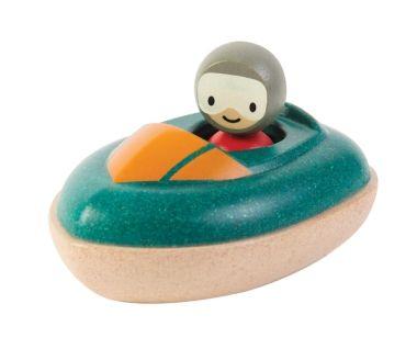 Giftfri lek för alla små blir det med PlanToys leksaker av gummiträ. Rusta er för sommarlekar i vatten både ute och inne med denna lilla motorbåt till exempel! 149 kr