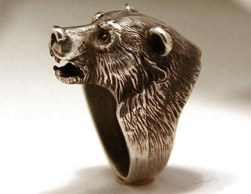 House Mormont Silver Bear Head Ring. Man's ring technically but looks like something the Mormont sisters would wear.