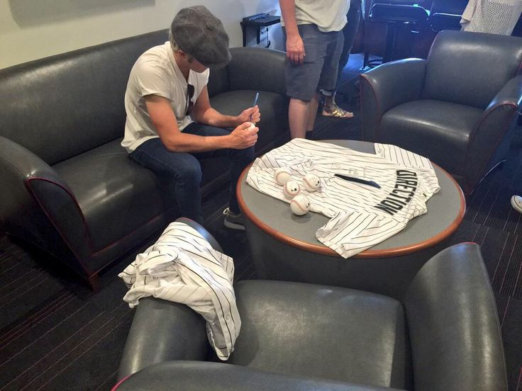 Niall at the White Sox game tonight <3 <3 <3