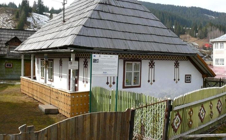 traditional-romanian-houses-architecture-astronomical-motifs-paganism