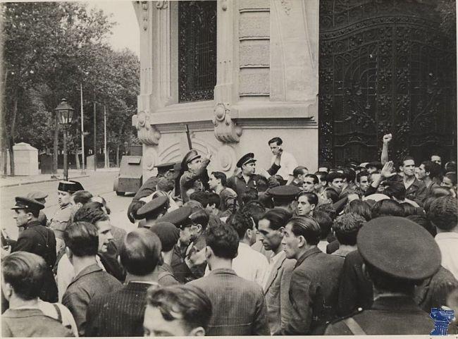 asedio (1).jpgEl asalto al cuartel de la montaña tuvo lugar el 20 de julio de 1936 y se convirtió en el primer gran enfrentamiento de la Guerra Civil Española en Madrid.