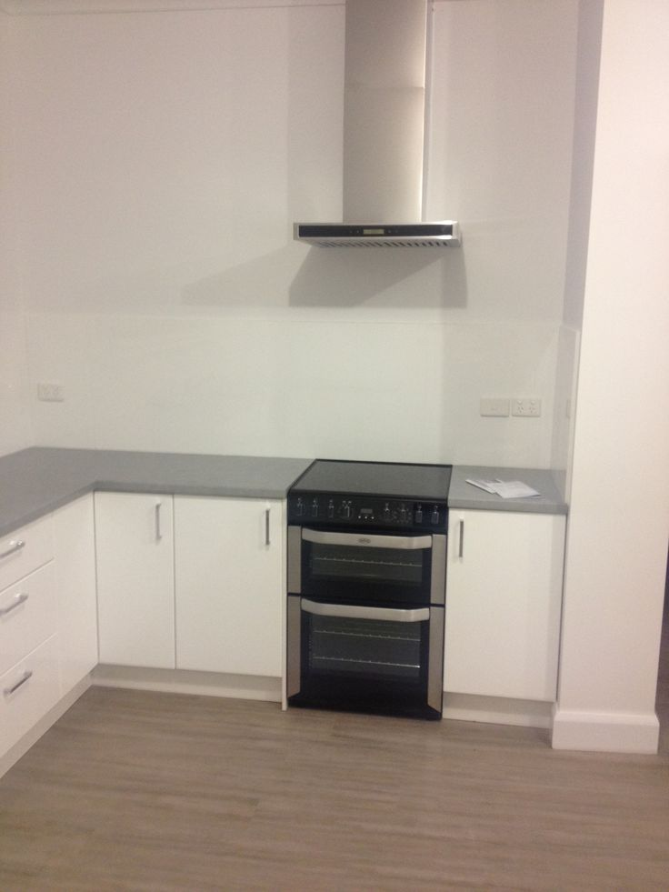 Our customer, sent us this photo of his new FSE60MFS electric cooker perfectly accentuated in his sleek, modern kitchen. The 60cm oven is surrounded by fresh white cabinetry, in this simple but stylish colour palate. Our favourite aspect of this kitchen is how the FSE60MFS becomes a bold feature within the subtle surrounds. #Belling #UKmade #madeinBritian #British #cooker