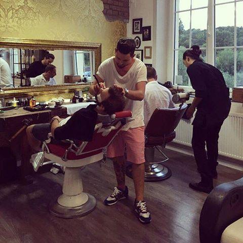 salonkomplizen #barber #barbershop #barbers #barbero #friseur #metzingen #tübingen #reutlingen #haarschnitt #hairstyle #hair #classic #barbier #hairdresser #haircut #haircolor #reuzel #taylorofoldbondstreet #davines #classichair #classichaircut #men #faded #pompadour #reuzel #wahl @davinesdeutschland  @davinesofficial  @reuzel @barbershopconnect @savillsbarbers @theoldschoolbarberacademy @barbershopconnect