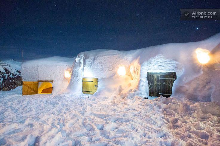 Airbnb France - A plus de 2000 mètres d'altitude en face du Mont Blanc, un igloo pour toute la famille pour une nuit magique