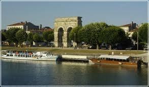 """Arc de Triomphe sur les bords de la rivière """"Charente"""" à Saintes * Période Gallo-Romaine* Poitou Charente"""