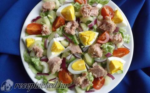 Tonhalas vitaminsaláta tojással recept fotóval