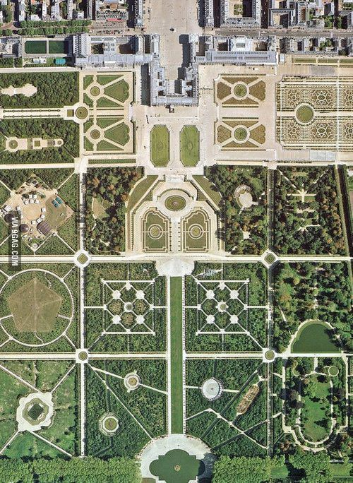 The geometry of Versailles