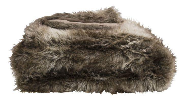 Plaid Wolf: tijdens de écht koude winteravonden kruip je lekker weg onder dit warme plaid #winter #kerst